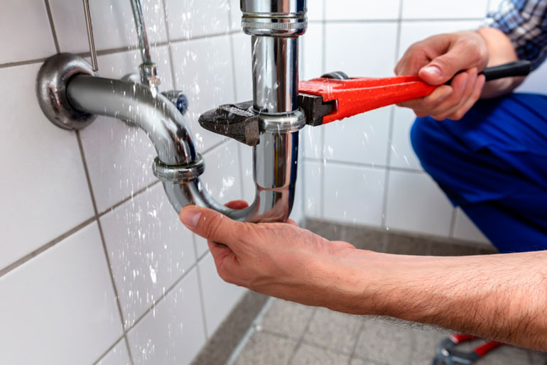 fixing pipe with Adjustable Pipe Wrench